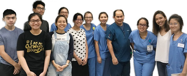 Senior-Nurse-Clinician-Christopher-Lee-with-Students